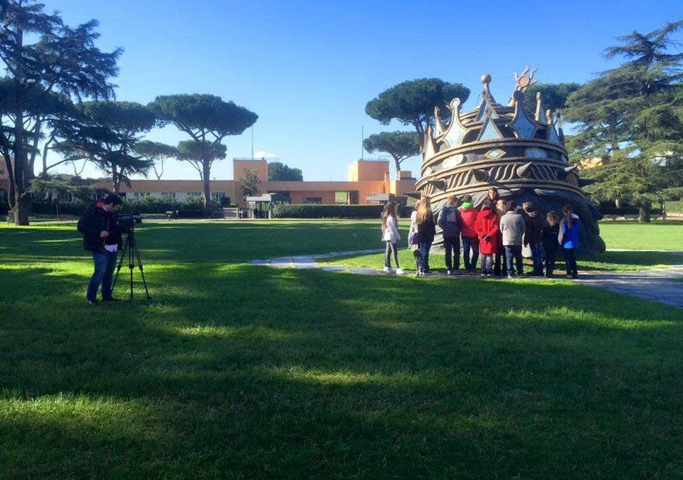 Una divertente visita animata per bambini e genitori insieme, per conoscere l'enorme e misteriosa scultura della Venusia di Federico Fellini che racconta la sua storia e quella di Cinecittà