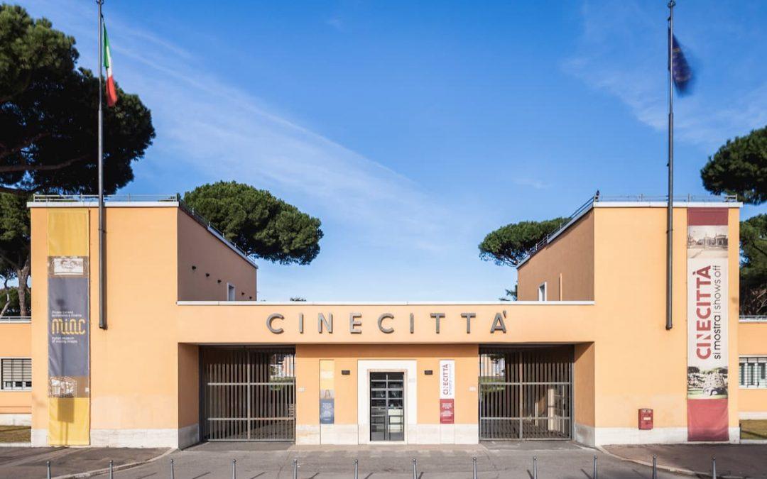 Cinecittà si Mostra resterà chiusa dal 5 novembre fino al 3 dicembre 2020. Fino alla stessa data sono sospesi anche i laboratori del Cinebimbicittà.