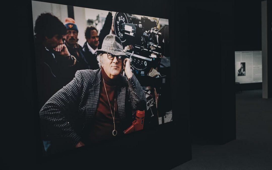 L'ultimo appuntamento di #ritrattorossoinunclick introduce il pubblico verso quelle che sono le similitudini e le differenze tra lo sguardo poetico di Elisabetta Catalano e quello di Federico Fellini